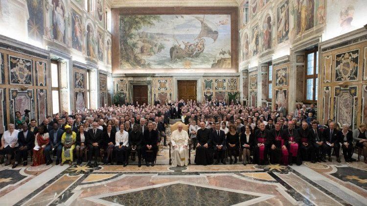 Le Pape François reçoit en audience privée la Communauté de l'Emmanuel